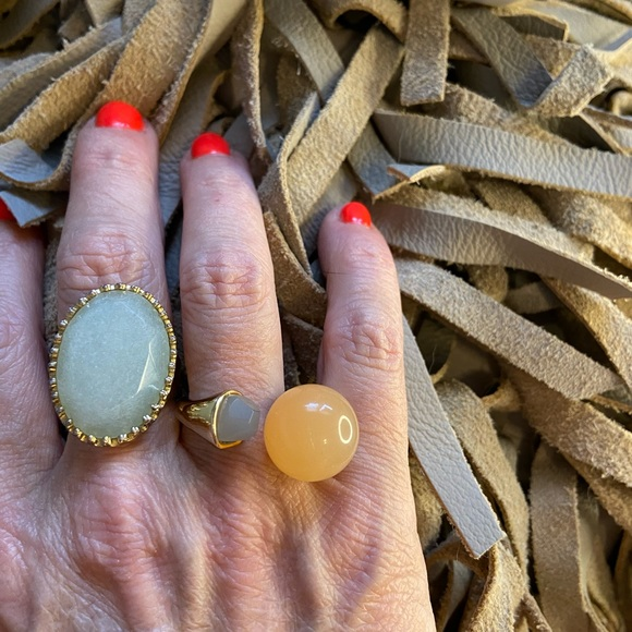 2 complimentary gold tone rings